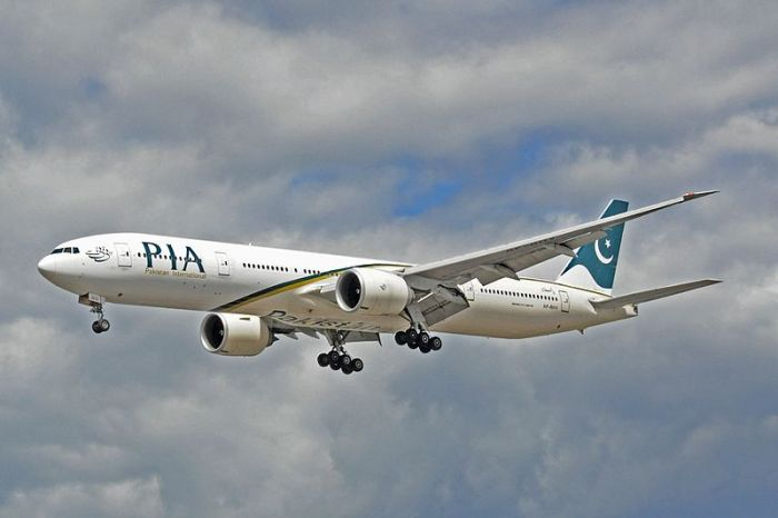 800px-Boeing_777-340ER_-_Pakistan_International_Airlines_(AP-BHV)