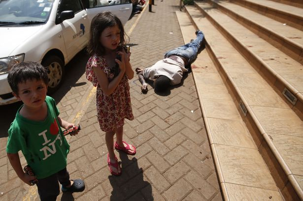 Terrified-children-wait-by-the-body-of-a-man-after-escaping-from-the-Westgate-shopping-centre-2290625